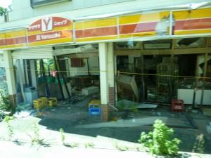 壊れたままの商店街